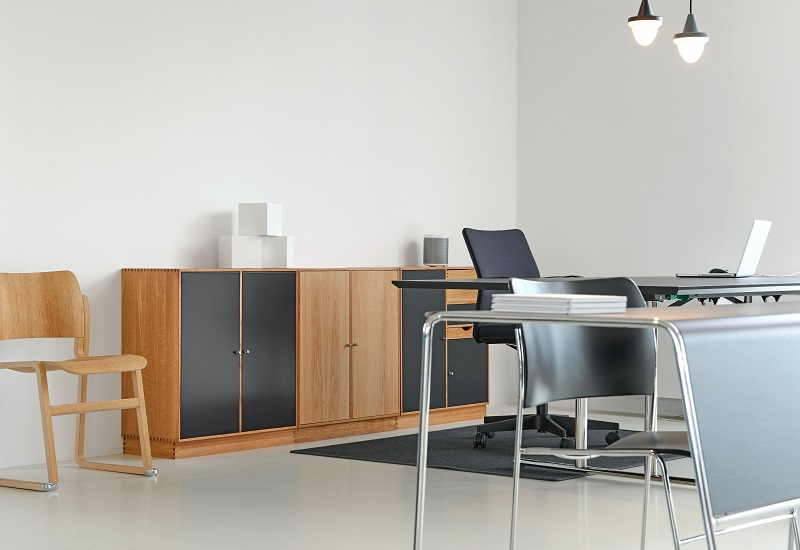 Office Furniture: Comparing Metal and Wood